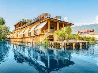 5 Bedroom Houseboat in Srinagar