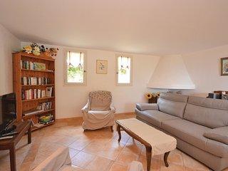 2 bedroom Villa in Saint-Saturnin-lès-Apt, Provence-Alpes-Côte d'Azur, France :