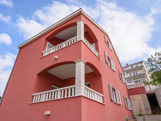 Two bedroom apartment Trogir (A-13207-a)