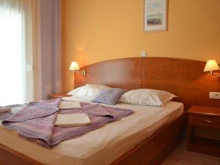 Two bedroom apartment Supetarska Draga - Donja, Rab (A-2019-b)