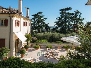 Case di San Martino Villa Sleeps 11 with Pool Air Con and WiFi
