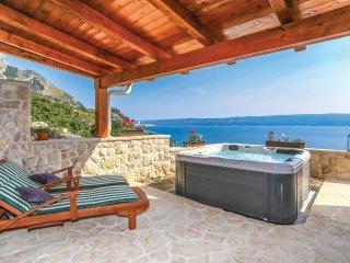 2 bedroom Apartment in Zakucac, Splitsko-Dalmatinska Zupanija, Croatia : ref 556