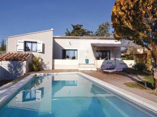 2 bedroom Villa in L'Isle-sur-la-Sorgue, Provence-Alpes-Cote d'Azur, France : re