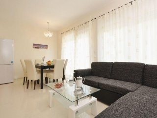 Zadar Apartment Sleeps 6 with Air Con - 5471092
