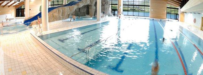 La piscina al Lagon Tignes Le Lac es popular en invierno como en verano