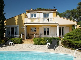 33564 Provencal 4-bedrm villa, sea view, private pool,beach 1.5 km, golf 500 mtr