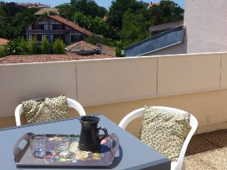2 bedroom Apartment in Biarritz, Nouvelle-Aquitaine, France : ref 5416308