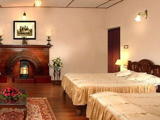 Elegant family suite in a heritage home, 200 m from Mall Road