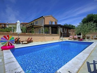 2 bedroom Villa with Pool, Air Con and WiFi - 5426351