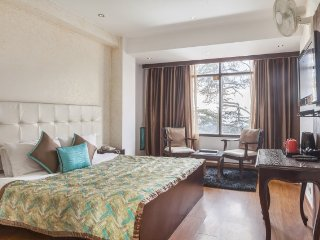 Tastefully done stay for 3, close to from Mall Road