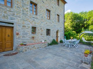 Holiday Home Sleeps 8 with Pool and Free WiFi - 5055186