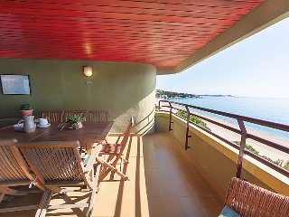 3 bedroom Apartment with WiFi and Walk to Beach & Shops - 5043927