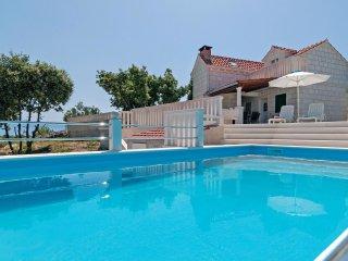 4 bedroom Villa in Praznice, Splitsko-Dalmatinska Zupanija, Croatia : ref 556182