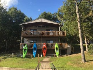 Perfect Family Vacation Home, WIFI, New Dock, 4 Kayak's