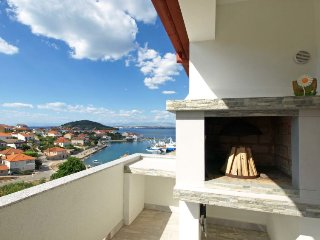 3 bedroom Villa with Air Con, WiFi and Walk to Beach & Shops - 5053548