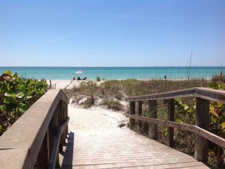 Peaceful Cottage - Houses for Rent in Longboat Key, Florida, United States