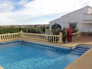 193902 villa near beach and centre, private pool, partly airco, fenced garden