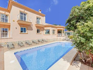 7 bedroom Villa with Air Con, WiFi and Walk to Beach & Shops - 5334224