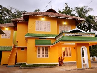 Contemporary stay for a couple, 2.6 km from Pookot Lake