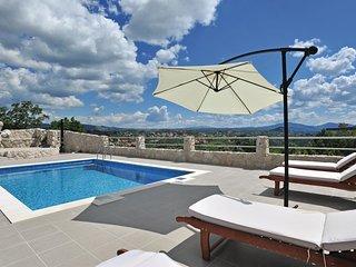 4 bedroom Villa in Kostanje, Splitsko-Dalmatinska Zupanija, Croatia : ref 556336