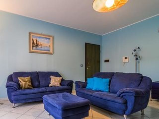 2 bedroom Apartment with Air Con, WiFi and Walk to Beach & Shops - 5568984