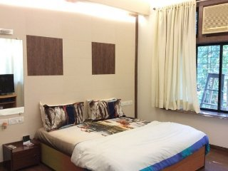 Homestay accommodation in Mahim West