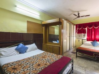 Comfortable 1 bedroom guest house in andheri; accommodates 4 guests