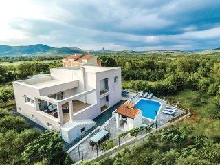 3 bedroom Villa in Dugopolje, Splitsko-Dalmatinska Županija, Croatia : ref 55433