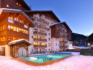 Valfrejus Apartment Sleeps 6 with Pool and WiFi - 5394223