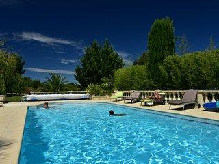 Villa CUBIC avec jacuzzi prive et piscine a Sommieres