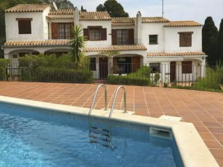 House for 8 people with private garden and shared pool