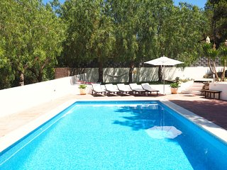Villa Ibicenco for 10 guests, overlooking the hillside and sea of Ibiza! Catalun
