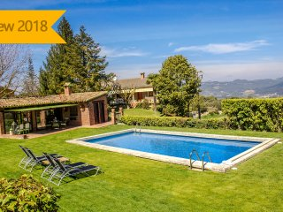 Catalunya Casas: Casa Capellades for 8 guests, with stunning views of Montserrat