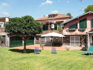 3 bedroom Villa with Air Con and WiFi - 5487043