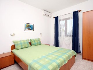 Two bedroom apartment Sveta Nedilja, Hvar (A-110-b)