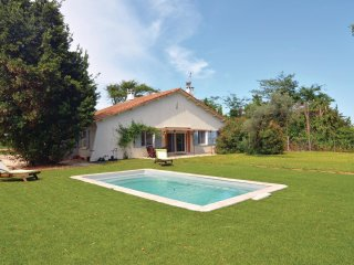 4 bedroom Villa in Petit Mas d'Avignon, Provence-Alpes-Côte d'Azur, France : ref