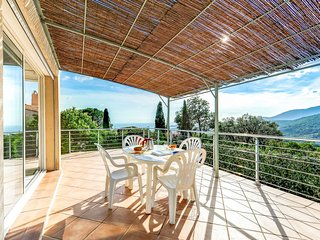 2 bedroom Villa in La Croix-Valmer, Provence-Alpes-Cote d'Azur, France : ref 548