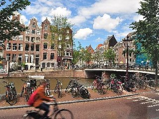 JORDAAN IN THE MIDDLE OF CANAL BELT