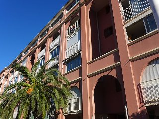 1 bedroom Apartment with WiFi and Walk to Beach & Shops - 5025932
