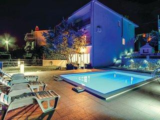 3 bedroom Villa in Kostanje, Splitsko-Dalmatinska Županija, Croatia : ref 556212