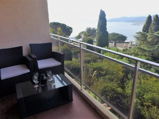 3 bedroom Apartment with Air Con, WiFi and Walk to Beach & Shops - 5700209
