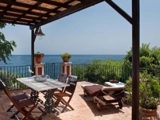 Torre Archirafi Apartment Sleeps 5 with Air Con and WiFi - 5312347