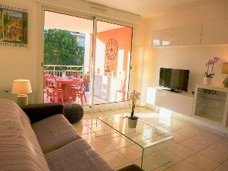 2 bedroom Apartment in Saint-Aygulf, Provence-Alpes-Côte d'Azur, France : ref 52