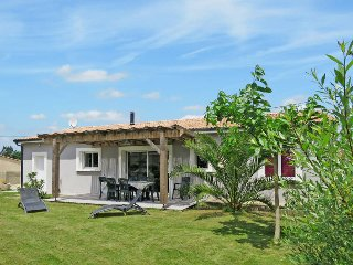 3 bedroom Villa in Soulac-sur-Mer, Nouvelle-Aquitaine, France : ref 5435037