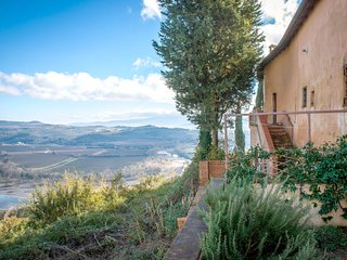 2 bedroom Apartment in Monte Antico Alto, Tuscany, Italy : ref 5490671