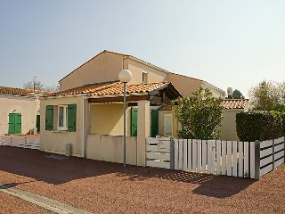 2 bedroom Villa in Dolus-d'Oleron, Nouvelle-Aquitaine, France : ref 5699692