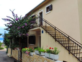 Two bedroom apartment Mirca (Brač) (A-2886-b)
