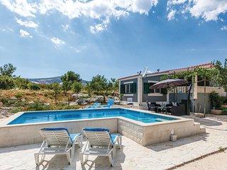 2 bedroom Villa in Plano, Splitsko-Dalmatinska Županija, Croatia : ref 5547702