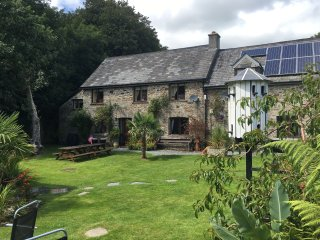STABLES IS A CHARACTERFUL STONE COTTAGE IN THE HEART OF THE TAMAR VALLEY