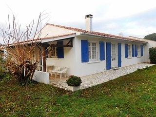 2 bedroom Villa in L'Ile d'Oléron, Nouvelle-Aquitaine, France : ref 5035424
